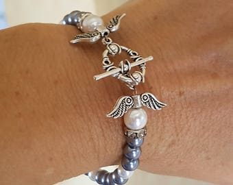 Vintage bracelet White Pearl glass beads and toggle clasp round silver grey