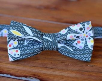 Gray floral boys bow tie - Boy's bowtie on gray black cotton - baby, infant, toddler, child, preteen, kid - wedding boys bow tie - photo tie