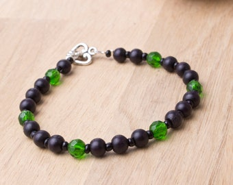 Wood bead bracelet - black wooden beads with green glass accents and heart toggle clasp | Wood jewellery | Beaded bracelet | Boho bracelet