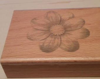 Retired Rubber Stamps   -   Large Daisy
