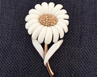 Vintage Monet Daisy Brooch, Vintage Daisy Brooch, Monet Daisy Pin, Cream and Gold Tone Daisy Brooch, Enamel Daisy Brooches, Vintage Daisies