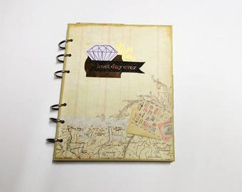 Vintage book scrapbooking. Pocket notebook to give away. Romantic-style stationery. Lerenda train.