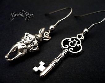 Alice in Wonderland earrings - Rabbit and key
