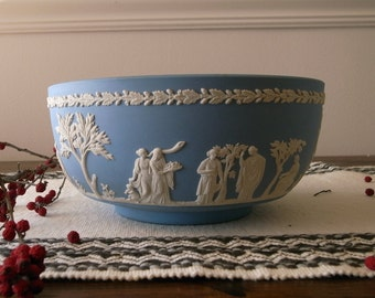 "Big Wedgwood Jasperware serving bowl - 8"" Wide - Made in England"