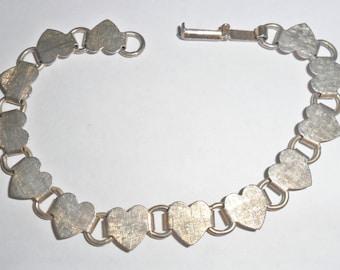 Pretty delicate vintage goldtone hearts link bracelet