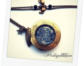 photo holder pendant necklace round vintage snowflake, ice crystals