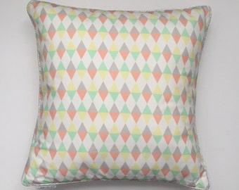 Cushion graphic Argyle triangles/lemon-mint-peach - cat Studio
