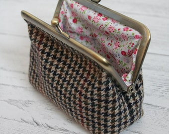 Ladies tweed clasp purse with floral lining