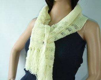 Scarf in cream with fringes - ready to ship