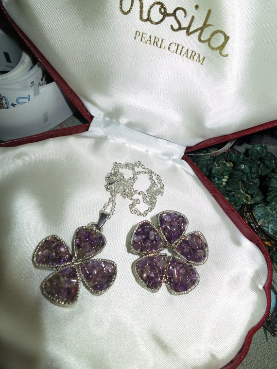Lovely vintage silvertone set of genuine amethyst  clover necklace and brooch