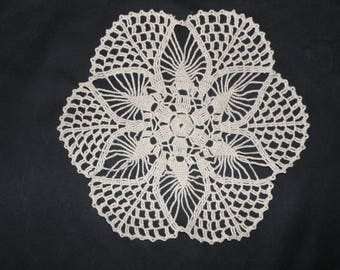 Handmade linen doily new 10,63 inches