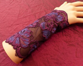 Pair of fingerless gloves arm warmers in purple lace