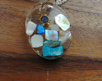 Oval shell resin necklace