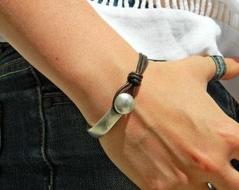Women leather bracelet,leather bracelet,leather bracelet for women,beaded bracelet,boho bracelet,uno de 50 style,PC004