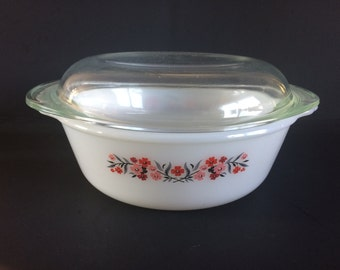 1.5 Quart (2.0 Litre) Oval Covered Casserole in Primrose (Fire-King) by Anchor Hocking