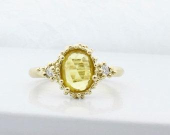 Rose cut saphir et diamant trois bague en pierre, bague en or jaune bio, unique en son genre granulé bague de fiançailles, bague de saphir jaune
