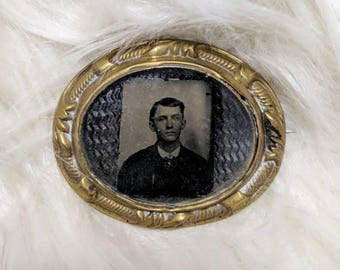 Antique Victorian mourning photo brooch good tone young man gem tintype hair art