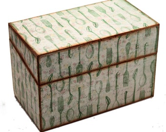Wood Recipe Box Vintage Green Silverware on Cream Fits 4x6 Cards
