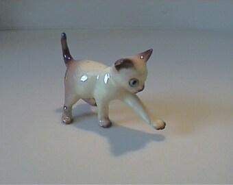 "Vintage miniature Hagen Renaker batting 2 1/2"" Siamese kitty cat"