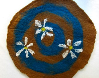 Felt Daisy Table Mat wet felted turquoise and burnt orange with white daisy