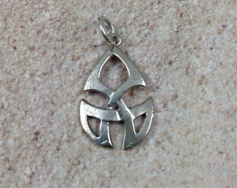 Celtic Tribal Knot Charm, sterling silver, 1 pendant, 26 x 17mm