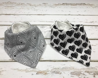 Organic Baby bib baby shower Gift girl shower gift Bandana bib black and white Bib Drool bib heart baby bib black and white baby shower