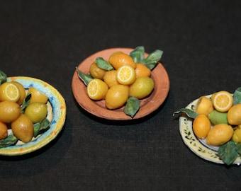 "Dollhouse miniatures ""Dish with lemon""- Artisan Handmade Miniature in 12th scale. From CosediunaltroMondo"