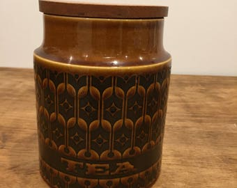 Ceramic tea jar with wooden lid by Hornsea in Heirloom design