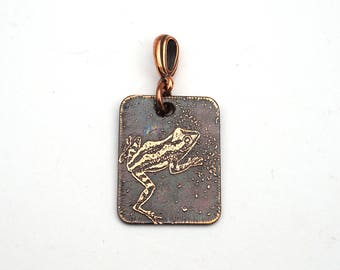 Etched copper frog pendant, small flat rectangular copper crane jewelry, 25mm