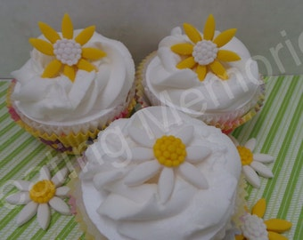 FONDANT DAISY Cupcake Toppers or cake decorations. Mixed colors. Edible daisy toppers. For any birthday and much more.