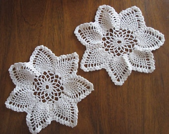 Pair of Vintage White Star Centerpiece doilies in Pineapple motif