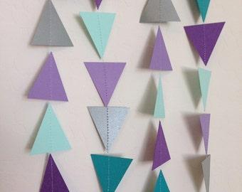 Guirlande de Triangle violet, menthe, turquoise et argent. Guirlande géométrique. Guirlande en papier. Photo Prop. Fête de Pow-Wow. Frozen anniversaire. Frozen Party.