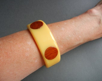 Bakelite Dot Bracelet, Bakelite Dot bangle, bakelite wood dot bangle, bakelite carved wood dot bangle, bakelite carved dot bangle,