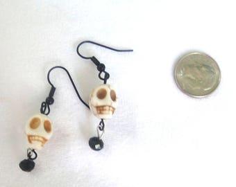 Skull Earrings, halloween jewelry, skull jewelry, skull bead with black beads, black jewelry