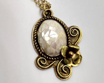 Mother of Pearl Mosaic Flower Pendant Necklace