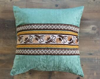 Boho oreiller en opale verte avec des rubans vintages, housse de coussin, coussin carré, décoration boho, 20 x 20 pouces, coussin décoratif, ornement