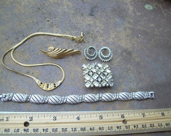 5 Piece Vintage lot of jewelry for repair Rhinestone's gold tone, Trifari and more As-is review photos