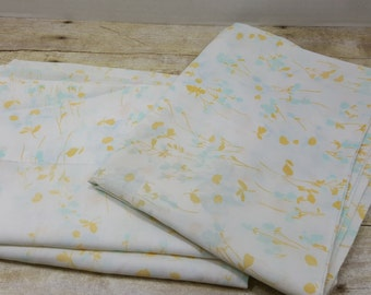 Set of 2 Pillowcases, 1970s vintage sheets, vintage bedding