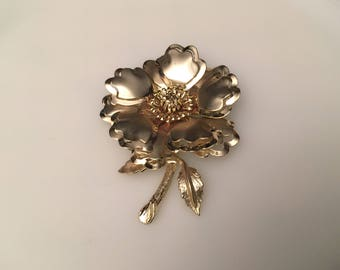 Vintage beautiful flower pin brooch large gold plated