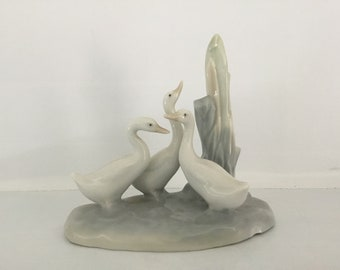 NAO Llandro ceramic glazed pretty swan ornaments group Collectable