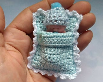 Tiny Baby bag with miniature baby polymer clay 4cm. Sachet with miniature mini of polymer clay 4cm