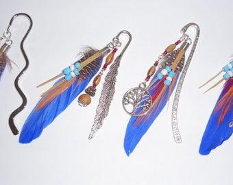 New ! Marque-pages artisanal avec perles de bois et plume bleue