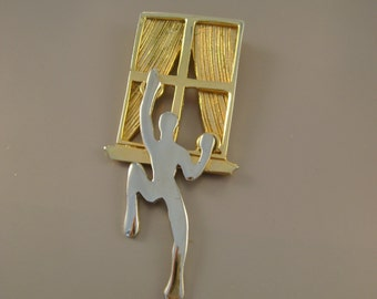 """Vintage 1980s Modernist Gold and Silvertone Naked Climbing Man Human Figural """"Peeping Tom"""" Brooch Pin"""