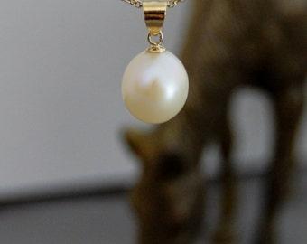 Korra -soft ivory freshwater pearl pendant, wedding pendant, gift idea for her, youth, women, pearl pendant ,pearl wedding pendant, jewelry