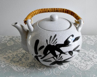 Vintage Ceramic Stoneware Asian Teapot with Bamboo Handle -  5 Cup Oriental Teapot - Gray and Black Tea Pot - Asian Kitchen - Collectible