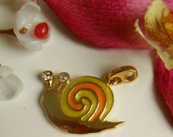 pretty gold tone snail pendant