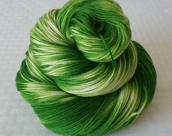 "Handdyed Yarn / Hand dyed yarn, Sock Yarn – Tonal Yarn / Semi Solid Yarn – ""Green Apple"" – Sock Weight - Superwash Merino/Nylon – 100g"