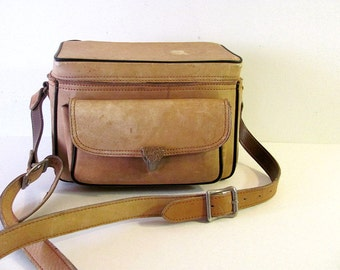 vintage tan outdoors // hunting // camera bag Sportsman 502 // Cowhide Leather // duffel
