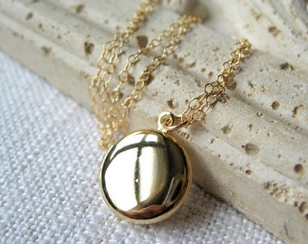 Gold Locket Necklace, Delicate Necklace, Gold Locket, Vintage Gold Locket, 14K Gold Filled Necklace, Family Photos, Photo Locket, Jewelry