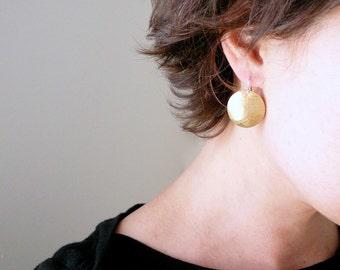 Gold coin earrings Hammered gold earrings Hammered earrings Round gold dangles Brass earrings Hammered disc earrings Sterling ear wire